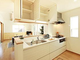 [施工例]リビングの様子がひと目でわかる対面式キッチン