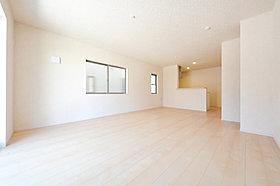 縦長リビングは壁面が広く家具を配置しやすいのがメリット