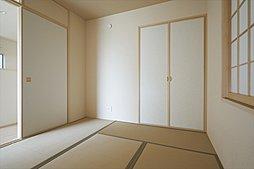 心地よい眠りへといざなう畳の香りと和風空間。