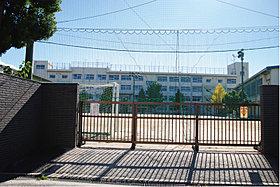 新井小学校…徒歩2分(160m)