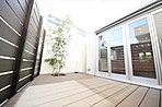 施工例 青空を背景に陽光のスポットライトを浴び、オーナー様だけの特別な空間を演出。