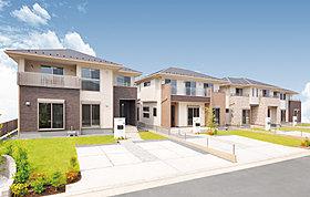 外壁と屋根には、防汚染性と耐候性・耐久性を備えた素材を採用。