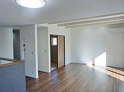 ※当社施工例  リビングを中心に広々とした住空間が、家族の憩いの場