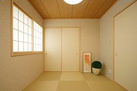 和室はゆったりと布団が収まる押入れ付