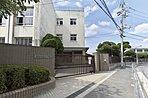 八尾市立長池小学校まで約5分と近く好立地。