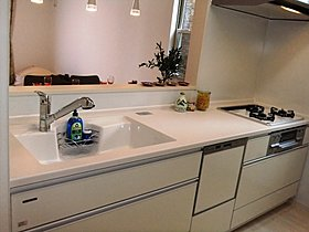 食器洗い乾燥機が標準装備のシステムキッチン。