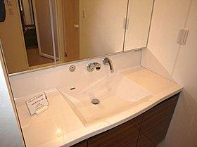 お掃除がしやすく綺麗が続く。収納豊富・使いやすい洗面化粧台。