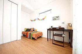 【当社施行例】2面採光のとれる子供部屋。