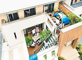 半屋外空間「ロジア」で庭スペースの使い方が変わります。