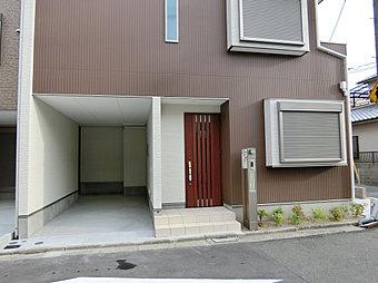 2号地玄関、ビルトインガレージ