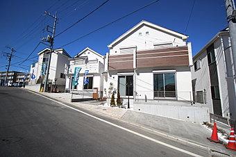 JR横浜線「成瀬」駅バス7分「ポプラヶ丘前」停歩4分♪穏やかな雰囲気漂う街並み、103m2超の敷地面積を実現したゆとりの全13棟 コミュニティタウンの誕生です!新生活のスタートにもオススメです♪