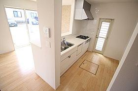 食洗機付、爽やかなシステムキッチンをご用意♪収納も豊富です!