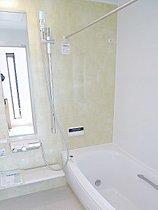 ゆりかごのような浴槽が一日の疲れを癒します。(I号棟)