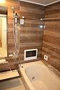 1坪タイプのゆったりバスルームになっておりますので、1日の疲れを洗い流すことができます(施工参考例)