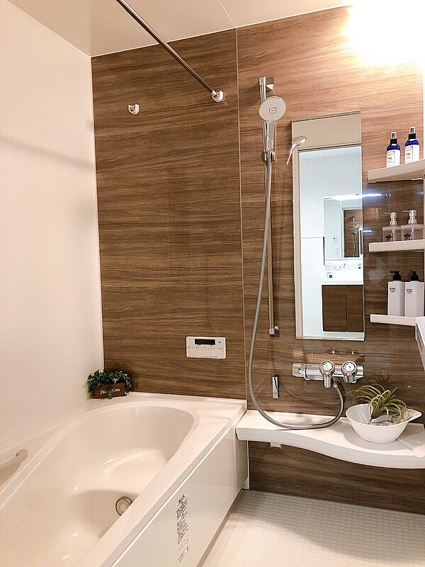 【ユニットバス】浴室換気暖房機付きのユニットバス。雨の日の物干し、ヒートショック対策等年中大活躍!