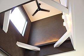 吹抜天井が開放感を生み出すLDK(施工例)