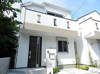 玄関から「新宿」「池袋」まで約28分のアクセス至便な立地!南道路に面した日当たり良好な閑静な住宅地に限定2邸の分譲!穏やかで快適な生活を始めてみませんか?