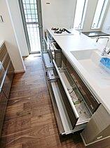 キッチンも収納力に優れております