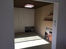 リビングに続く6畳の洋風和室。