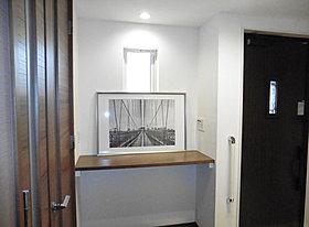 キッチン横にはL型カウンターのユーティリティ