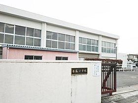 白鳳小学校まで470m(徒歩6分)