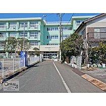 分譲地から徒歩5分の誉田東小学校の外観です