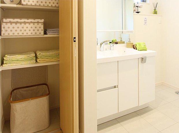 【【23号棟】その他画像】【リネン庫】効率よく洗濯できて、ストックやタオル類もスッキリ収まる時短収納です。