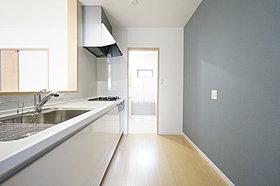 キッチンから洗面に直接アクセス。家事動線を短縮できます。