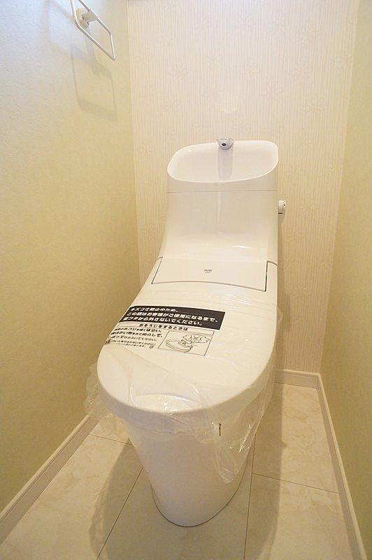 【トイレ】高機能式シャワートイレを使用しています。
