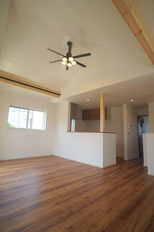 【リビング(同仕様施工例)】カラーセレクト対応なのでクロスや室内建具を選んで、おしゃれなカフェスタイルやアメリカンスタイルなどのお部屋にできます!
