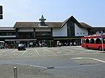 JR横須賀線「鎌倉」駅から、ほぼ平坦で歩いて行けます。