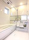 浴室(C号棟) 親子一緒にゆったりと入浴できる広々とした浴室。雨の日のお洗濯に便利な浴室乾燥機完備で忙しいママをサポートします