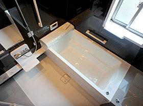 1坪タイプの浴室には乾燥機もあり雨の日のお洗濯も安心です♪