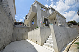 【建物建築済】 新築2階建 1号棟・2号棟は角地 カースペース...