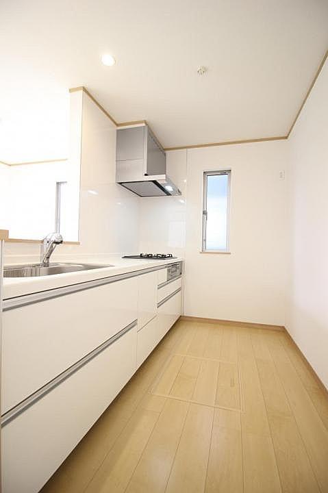 【キッチン】広々使えるキッチンスペースなので料理も捗ります♪