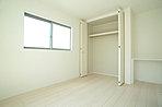 2面採光の明るい居室