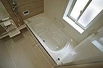 一日の疲れを癒す浴室は広々1坪以上