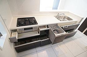 後片付けもラクラクな食器洗乾燥機付