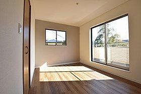 各居室にはクローゼットが完備してあります。
