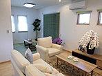 和室とLDKを隣接させ、南北に窓を設けて、風通し抜群!気持ちの良い、家族が集まる空間に。