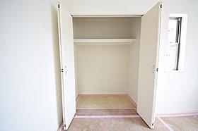 各居室に収納スペースを完備☆