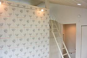 勾配天井でメゾネットフロア(ロフト付の部屋)