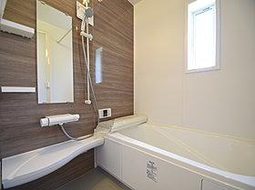 梅雨時の洗濯も、夜の洗濯も、安心の浴室乾燥機付きバスルーム