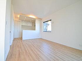開放的な広さと2面採光がもたらす、光溢れ豊かな居住空間。