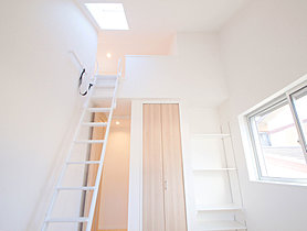 階段付きのロフトスペース。