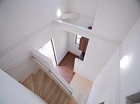 玄関・廊下の上部は開放感あふれる吹抜けを設置。