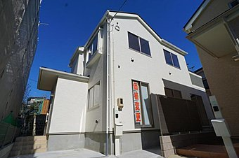 1号棟。住まいの安心を支える「鉄筋入りコンクリートベタ基礎」は 湿気対策と耐震性に優れてます