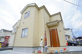 B号棟。住まいの安心を支える「鉄筋入りコンクリートベタ基礎」は 湿気対策と耐震性に優れてます