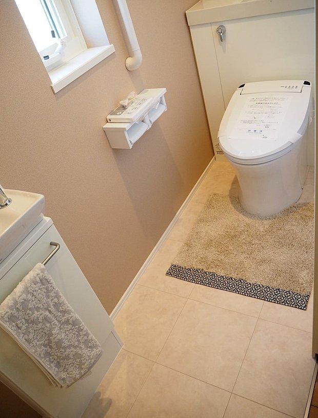 【【D-15】トイレ】引戸での開閉がポイント。ゆったりとしたトイレ空間。