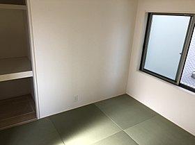 1号棟の明るい和室。お客様をお通しするのに最適です。